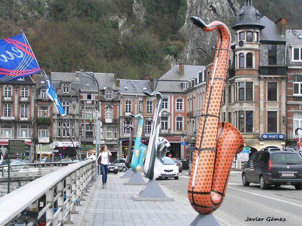 Saxophones in the Charles de Gaulle Bridge in Dinant