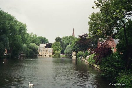 Minnewater Lake, love in Bruges
